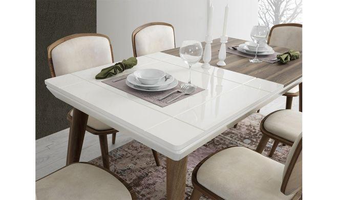 Roma Yemek Masası